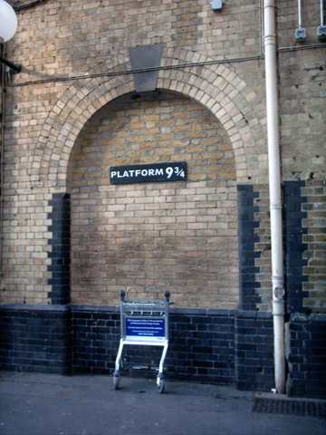 Platform_9_3-4,_King's_Cross_-_panoramio