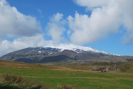Snaefellsjökull_from_Hellnar_(1)