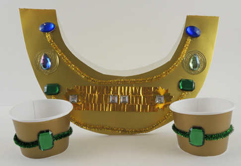 collar with green jewels