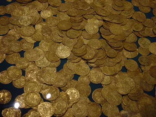 Hoard_of_ancient_gold_coins 3